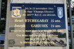 """Etchegaray Henri, Garicoïx Joseph. Equipage du char """"Champs Elysées""""."""